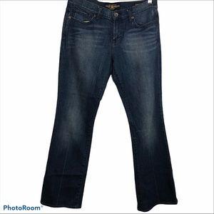 Lucky Brand medium wash blue jeans straight leg